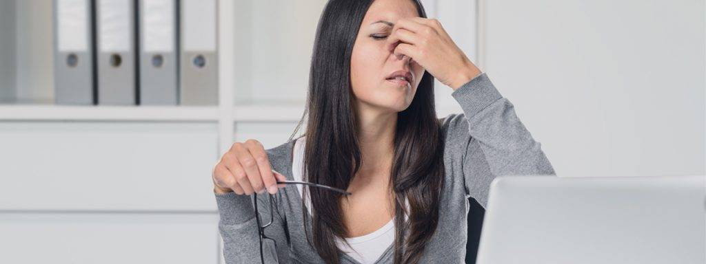 woman_suffering_eye_strain_1280x480 1024x384